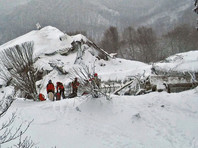 Число погибших в заваленном лавиной отеле в Италии возросло до четырех, 30 человек считаются пропавшими