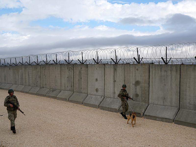 Турция достроила 300-километровую стену на границе с Сирией и Ираком