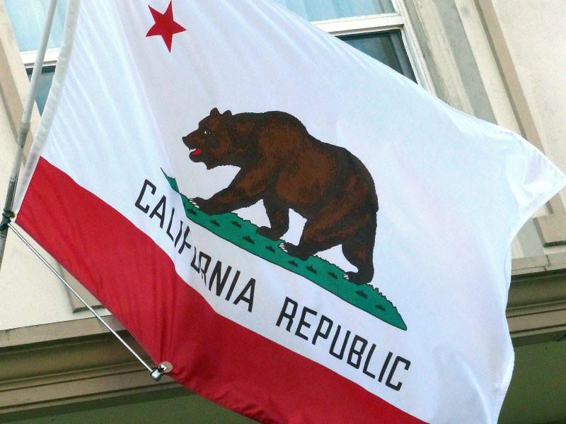 В Калифорнии в субботу начался сбор подписей за отделение от США - так называемый Calexit. Сторонникам инициативы предстоит в течение 180 дней собрать около 600 тысяч подписей, после чего будет возможно проведение конституционного референдума