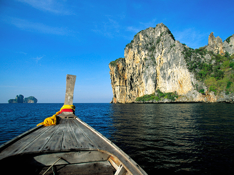 Шестидесятилетний турист из России погиб на острове Пхукет в Таиланде, сорвавшись в море со скалы