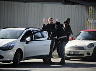 Полицейские первоначально провели рейды по адресам в центральной анатолийской провинции Конья, чтобы задержать три семьи иностранного подданного, но не могли никого там найти. Как оказалось, они сбежали в Измир после теракта в стамбульском ночном клубе