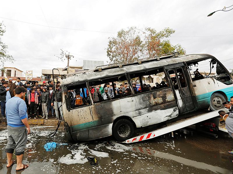 В Ираке в пригороде Багдада Мадинат-эс-Садр произошел взрыв, в результате которого погибли не менее 39 человек, а еще 61 человек получил ранения, передает катарский телеканал Al Jazeera