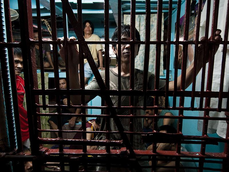 На Филиппинах совершен массовый побег заключенных из тюрьмы, расположенной в городе Кидапаван провинции Северный Котабато. Более сотни узников вырвались на свободу, пока охранники отбивали вооруженное нападение на тюрьму, в котором участвовала группа неизвестных