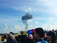 Воздушная гавань была закрыта, зрители эвакуированы. До открытия взлетно-посадочной полосы рейсы на вылет задерживаются, на прилет - отправляются в аэропорт соседней провинции Краби