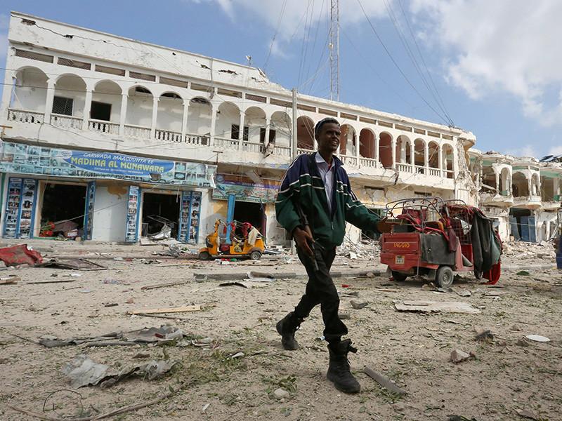 До 28 человек были убиты и примерно 50 ранены во время нападения боевиков из группировки аль-Шабаб на популярный отель в столице Сомали Могадишо