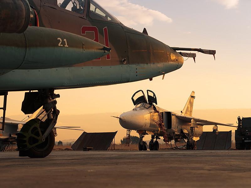 """Воздушно-космические силы РФ совместно с боевой авиацией Турции начали совместную воздушную операцию против боевиков террористической группировки """"Исламское государство"""" (ИГ, ИГИЛ, ДАИШ, запрещена в РФ) в пригородах населенного пункта Эль-Баб в провинции Алеппо"""