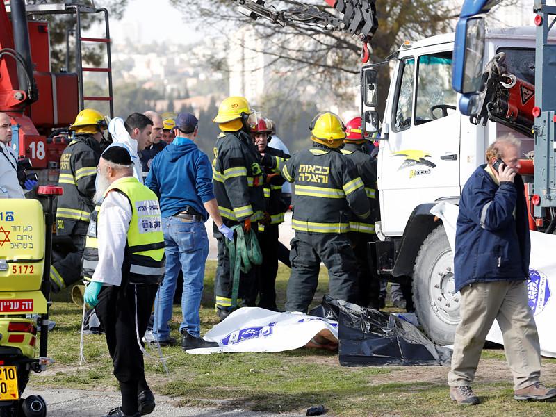 В Иерусалиме произошел очередной теракт против военнослужащих - на этот раз был использован грузовой автомобиль, как это происходило во время терактов в Ницце и в Берлине