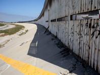 Трамп согласился строить стену на границе с Мексикой не за ее счет