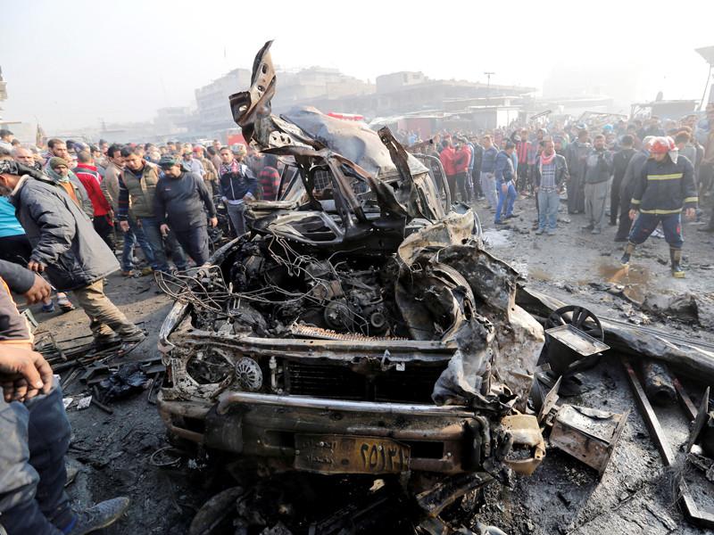 В столице Ирака Багдаде утром в воскресенье произошел теракт: на людном рынке взорвался заминированный автомобиль