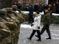 В церемонии принимали участие премьер Польши Беата Шидло, министр обороны Антони Мачеревич, посол США в Варшаве Пол Джонс, а также представители местных властей и военного руководства