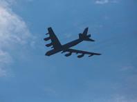 Бомбардировщик B-52  во время учебного  полета в США уронил один из двигателей