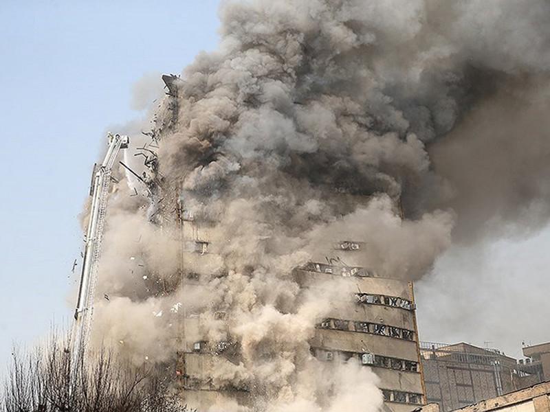По крайней мере 30 пожарных погибли после того, как рухнуло охваченное пламенем здание на юге Тегерана, которое считалось самой старой иранской высоткой