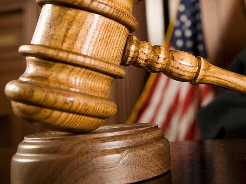 Суд разрешил временно остаться в США въехавшим туда арабам с визами