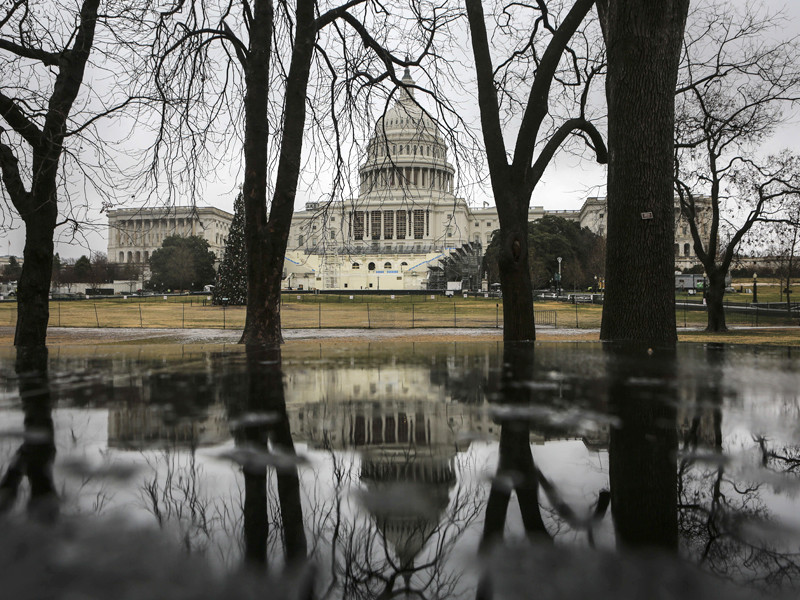 Американские сенаторы из Республиканской и Демократической партий подготовили законопроект о введении новых санкций в отношении России из-за предполагаемых кибератак