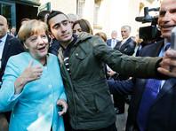 Сирийский беженец, сделавший селфи с Меркель, судится с Facebook из-за распространения фейковых новостей