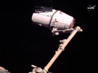 Грузовой корабль Dragon со второй попытки пристыковался к МКС