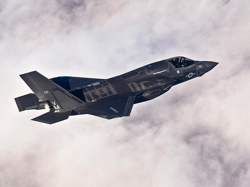 США готовятся впервые перебросить в Европу самолеты пятого поколения F-35, произойдет это весной или летом, сообщил глава Боевого командования ВВС генерал Герберт Карлайл
