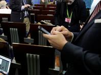 Сотрудников Белого дома попросили сдать телефоны на проверку из-за постоянных утечек в СМИ