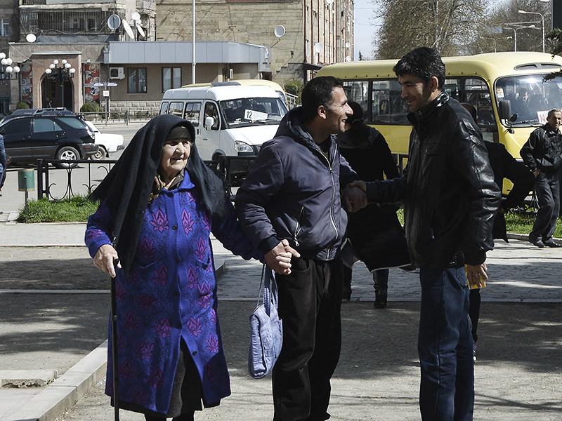 """На референдуме в непризнанной Нагорно-Карабахской Республике (НКР) большинство избирателей поддержали новый проект конституции. Как сообщает """"Кавказский узел"""" со ссылкой на ЦИК республики, по предварительным данным, за конституционные поправки проголосовали 87,6% (69540 избирателей)"""