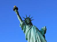 В Нью-Йорке неизвестные вывесили на статуе Свободы баннер в поддержку мигрантов