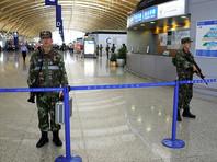 В Шанхае суд в пятницу, 17 февраля, приговорил неудавшегося самоубийцу, который в июне прошлого года устроил взрыв в международном аэропорту, к восьми годам лишения свободы. Как выяснилось, молодой человек собирался таким эгоистическим образом покончить с собой из-за семейных ссор