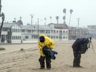 Калифорнию накрыла мощнейшая за четверть века буря, угрожающая оползнями