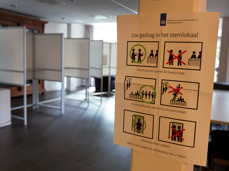 В Нидерландах подсчет голосов на грядущих парламентских выборах будут вести не с помощью автоматизированных систем, а вручную