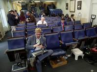 """Журналистов из """"враждебных"""" Трампу СМИ не пустили на брифинг в Белом доме"""