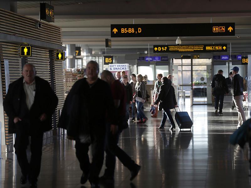 Объединенные Арабские Эмираты направили официальную ноту протеста в МИД Латвии после того, как сотрудники международного аэропорта Риги потребовали от нового посла ОАЭ в стране Ханан Халфан Обайда Али аль-Мадани снять хиджаб