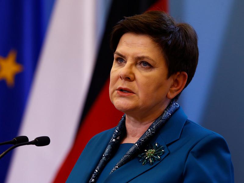 В Освенциме в ДТП попала польский премьер-министр Беата Шидло. В лимузин главы кабинета министров врезался автомобиль одного из местных жителей. Несмотря на то, что Шидло не получила серьезных травм, вскоре после инцидента она была доставлена в госпиталь для медицинского обследования