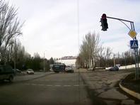 Внедорожник Toyota Land Cruiser Prado с номерами посольства РФ в Киргизии 16 февраля врезался в автомобиль Mercedes Benz Sprinter в столице республики городе Бишкеке