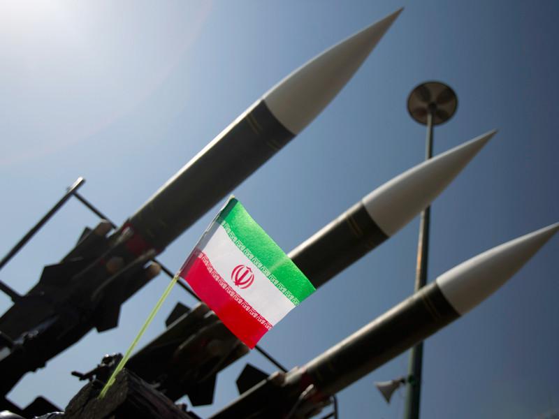 """Иран грозит обрушить на врагов """"град ревущих ракет"""" после санкций США"""