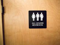 Администрация президента США Дональда Трампа, как и ожидалось, отменила руководство для школ, принятое во время правления прежнего президента Барака Обамы, которое оговаривало правила использования школьных туалетов учениками-трансгендерами