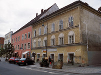 В Австрии за прославление нацизма задержали молодого мужчину, копирующего Гитлера