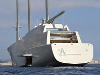 Яхту Мельниченко задержали на прошлой неделе в Гибралтарском проливе во время доставки из немецкого порта Киль в Средиземное море. В порт яхта зашла для дозаправки. В Киле находится создавшая яхту верфь Nobiskrug, которая и предъявила Мельниченко претензии