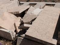 На еврейском кладбище в пригороде Сент-Луиса (штат Миссури) вандалы разрушили свыше 100 надгробий