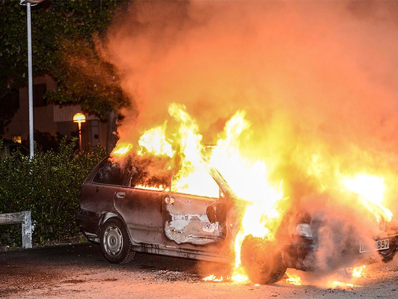 В пригороде Стокгольма вспыхнули беспорядки, полицейских забросали камнями