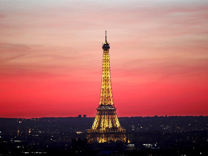 Эйфелеву башню в Париже защитят от террористов с помощью стеклянной стены