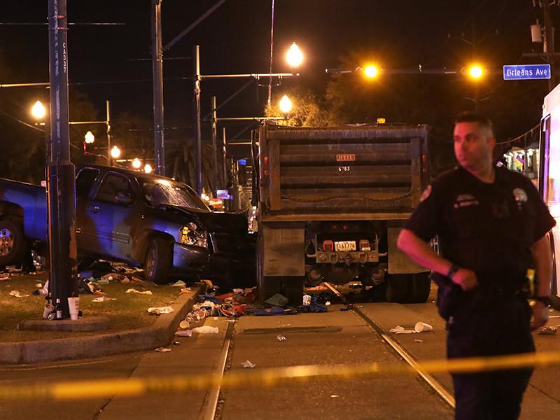В США на крупном параде в Новом Орлеане (штат Луизиана) автомобиль въехал в толпу зрителей: пострадали 28 человек