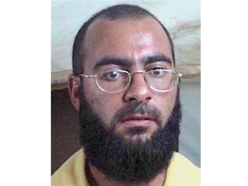 """Главарь террористической группировки """"Исламское государство"""" (ИГ, запрещена в РФ) Абу Бакр аль-Багдади получил ранения в результате авиаобстрела на границе Ирака и Сирии"""