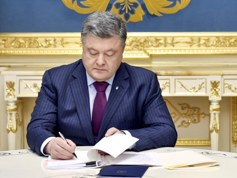 Украинский президент Петр Порошенко ввел в действие санкции в отношении пяти банков с российским госкапиталом, работающих на рынке Украины