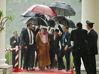 Саудовский король Салман прибыл в Индонезию, захватив с собой свиту из 1500 человек и 450 тонн багажа