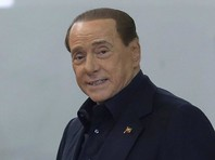 Берлускони пообедал в  McDonald's  - фото стало вирусным