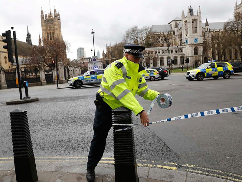 Около Вестминстерского дворца открыли стрельбу