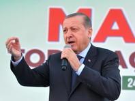 Президент Турции Реджеп Тайип Эрдоган заявил, что Анкара даст ответ Нидерландам в связи с тем, что власти этой страны не разрешили самолету главы турецкого МИД Мевлюта Чавушоглу, планировавшего выступить на митинге в Роттердаме, приземлиться на территории страны