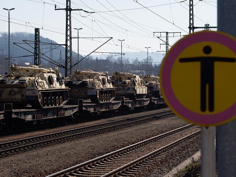 В Эстонию в субботу прибыл первый эшелон с боевой техникой для французского контингента международного батальона НАТО, рапортовал главный штаб Сил обороны республики