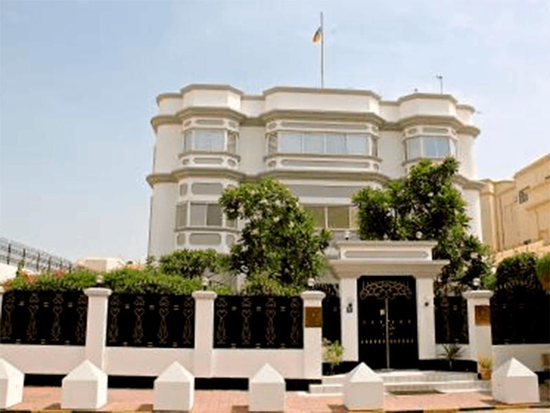 В консульском отделе посольства РФ в Манаме заявили, что проверяют информацию о пропаже россиянки