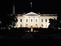 Секретная служба спасла Трампа от женщины, повисшей на шнурках на заборе Белого дома