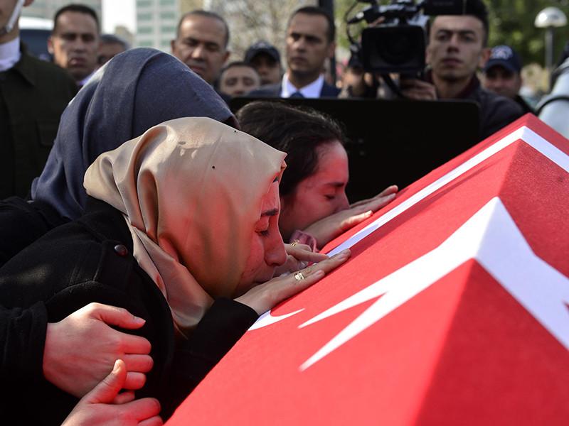 Временный поверенный в делах России в Анкаре Сергей Панов вызван в МИД Турции после гибели в провинции Хатай на границе с Сирией турецкого рядового, убитого огнем с территории, контролируемой сирийскими курдами