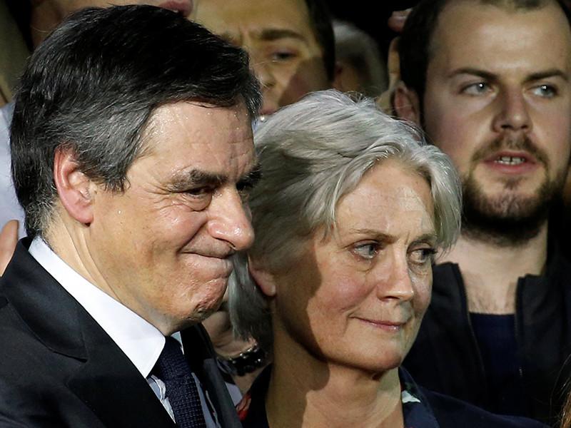 """Пенелопа Фийон, супруга кандидата в президенты Франции от партии """"Республиканцы"""" Франсуа Фийона, задержана для допроса в связи с обвинениями в ее адрес в фиктивной работе в парламенте в качестве помощницы своего мужа"""